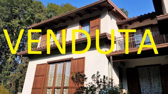Villa in Vendita a Cunardo