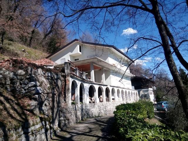Villa in vendita a Arcisate, 6 locali, prezzo € 350.000 | CambioCasa.it