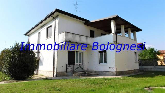 Villa in Vendita a Ferno