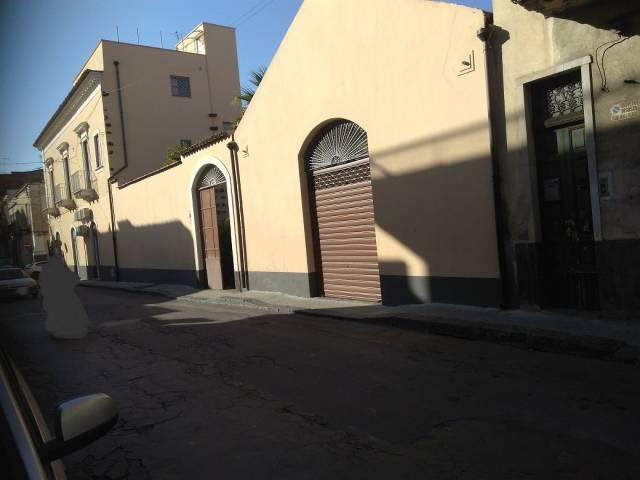 Negozio / Locale in affitto a Paternò, 6 locali, Trattative riservate | CambioCasa.it