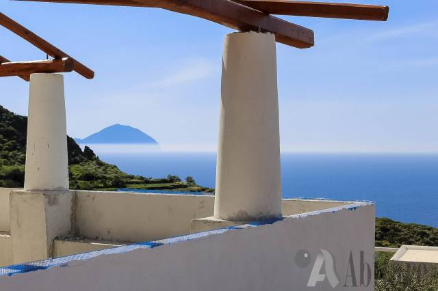 Villa in vendita a Malfa, 5 locali, Trattative riservate | CambioCasa.it