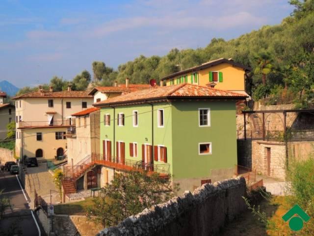 Appartamento in vendita a Brenzone, 2 locali, prezzo € 185.000 | CambioCasa.it