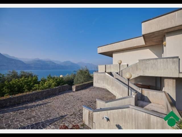 Villa in vendita a Brenzone, 6 locali, Trattative riservate | CambioCasa.it