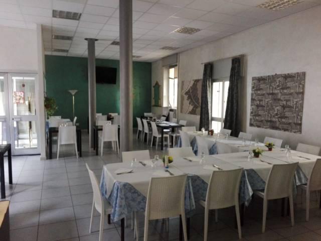 Ristorante / Pizzeria / Trattoria in vendita a Paderno Dugnano, 4 locali, Trattative riservate   CambioCasa.it