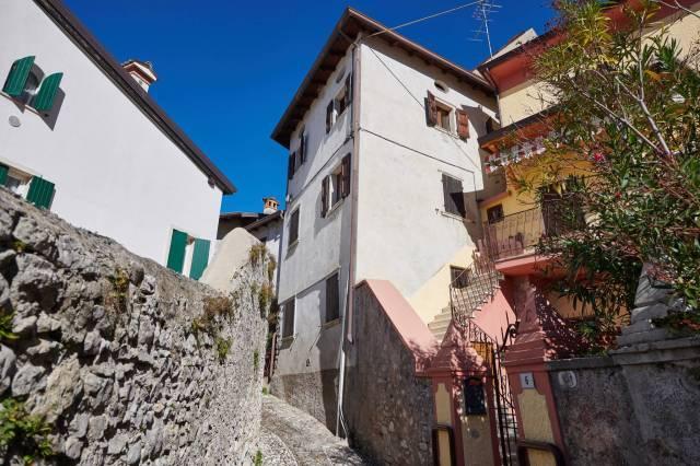 Appartamento in vendita a Brenzone, 3 locali, prezzo € 175.000 | CambioCasa.it