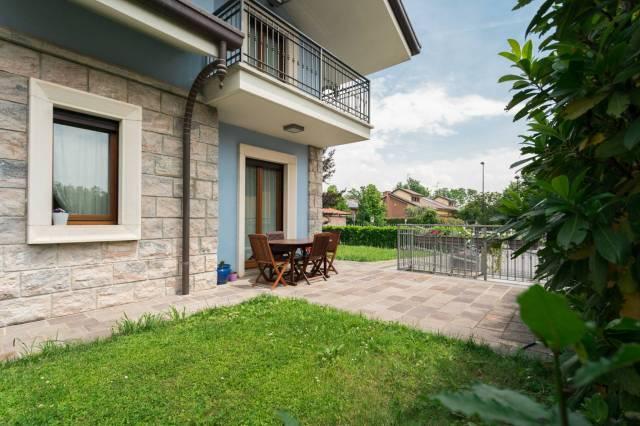 Villa in vendita a Bellusco, 5 locali, prezzo € 750.000 | CambioCasa.it