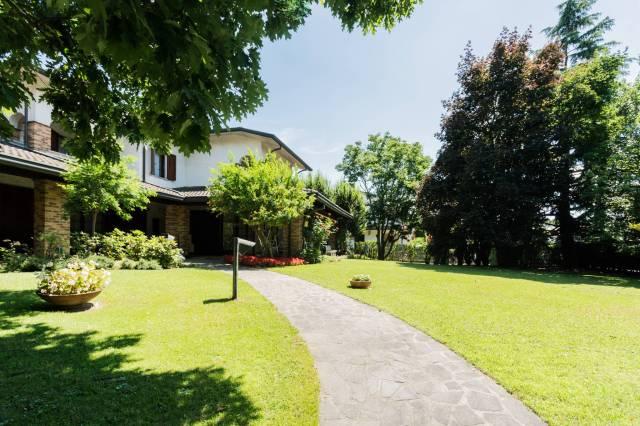 Villa in vendita a Bellusco, 5 locali, prezzo € 950.000 | CambioCasa.it