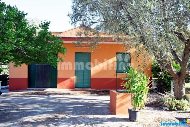 Villa in vendita a Oria, 4 locali, prezzo € 55.000 | CambioCasa.it
