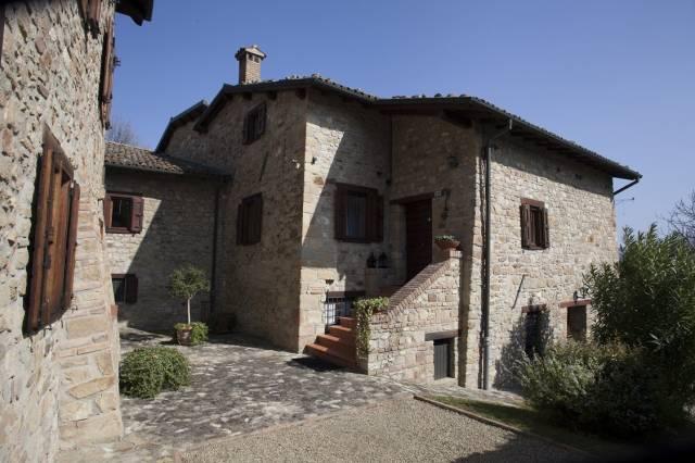 Palazzo / Stabile in Vendita a Valsamoggia