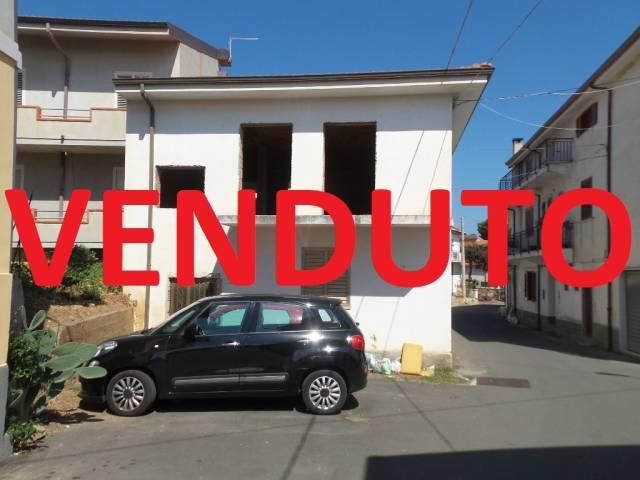 Villa in vendita a Zambrone, 4 locali, prezzo € 69.000   CambioCasa.it
