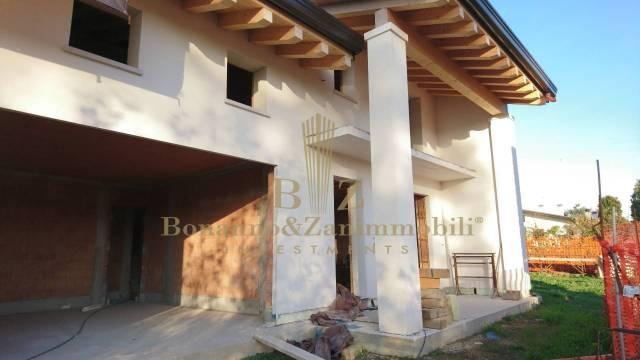 Villa in vendita a Resana, 6 locali, prezzo € 215.000 | CambioCasa.it