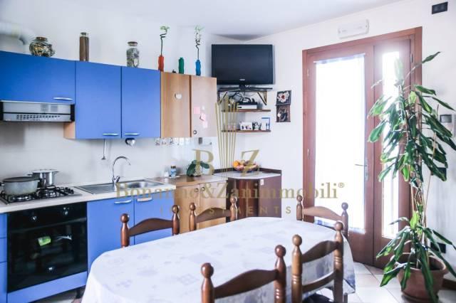 Appartamento in vendita a Vedelago, 4 locali, prezzo € 80.000 | CambioCasa.it
