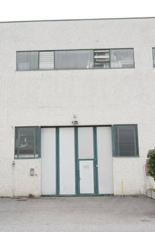 Magazzino in affitto a Besozzo, 2 locali, prezzo € 650 | CambioCasa.it