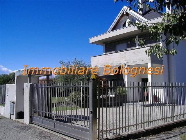 Villa in vendita a Busto Arsizio, 4 locali, prezzo € 390.000 | CambioCasa.it