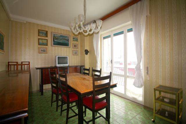 Appartamento in vendita a Lavagna, 2 locali, prezzo € 190.000   CambioCasa.it