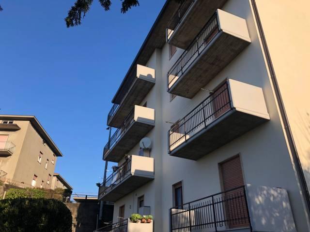 Appartamento in vendita a Caprino Bergamasco, 3 locali, prezzo € 75.000 | CambioCasa.it
