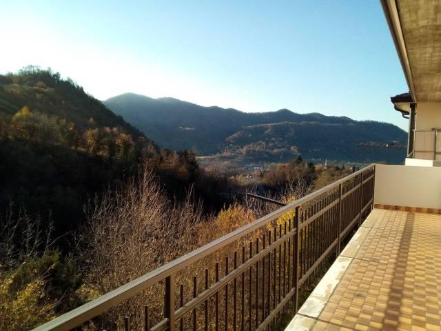 Appartamento in vendita a Caprino Bergamasco, 3 locali, prezzo € 69.000 | CambioCasa.it