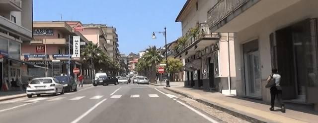 Negozio / Locale in affitto a Agropoli, 2 locali, prezzo € 1.000 | CambioCasa.it