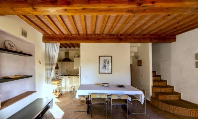 Soluzione Indipendente in vendita a Pescia, 4 locali, prezzo € 108.000 | CambioCasa.it