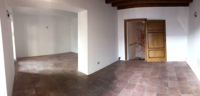 Negozio / Locale in affitto a Urgnano, 2 locali, prezzo € 550 | CambioCasa.it