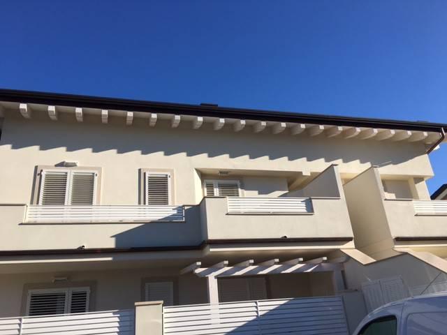 Appartamento in vendita a Montignoso, 9999 locali, prezzo € 365.000 | CambioCasa.it