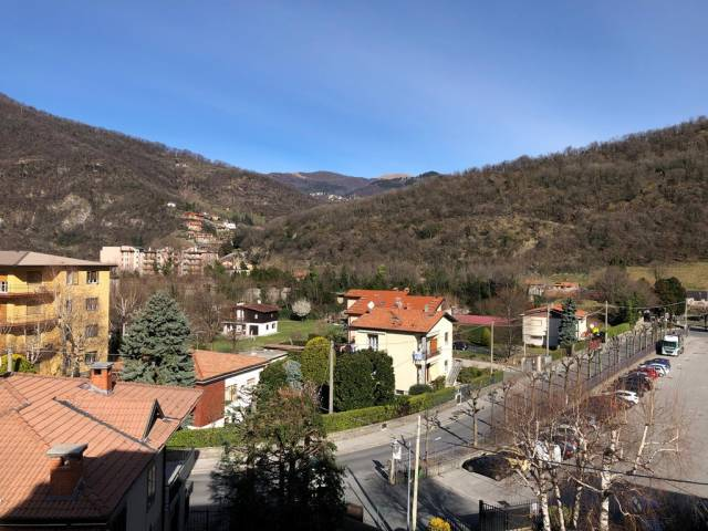 Appartamento in vendita a Canzo, 2 locali, prezzo € 89.000   CambioCasa.it