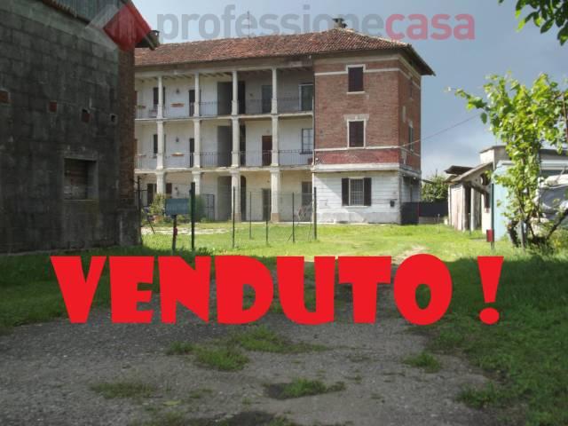 Rustico / Casale in vendita a Bertonico, 3 locali, prezzo € 88.000 | CambioCasa.it