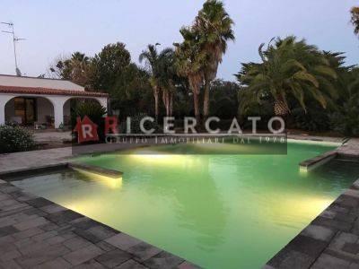 Villa in vendita a Lecce, 5 locali, prezzo € 395.000 | CambioCasa.it