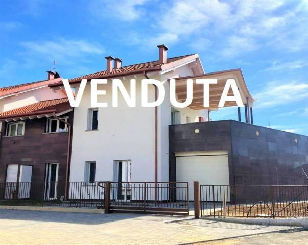 Villa a Schiera in vendita a Bernareggio, 5 locali, prezzo € 460.000   CambioCasa.it