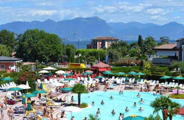 Negozio / Locale in vendita a Desenzano del Garda, 6 locali, Trattative riservate | CambioCasa.it