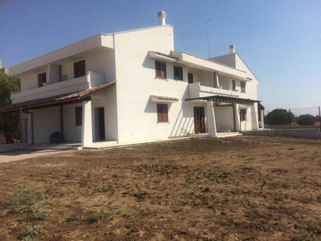 Villa in vendita a Taranto, 4 locali, prezzo € 195.000 | CambioCasa.it