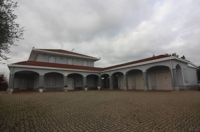 Villa in vendita a Govone, 1 locali, Trattative riservate | CambioCasa.it