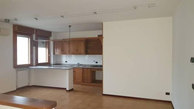 Appartamento in vendita a Guastalla, 4 locali, prezzo € 115.000 | CambioCasa.it