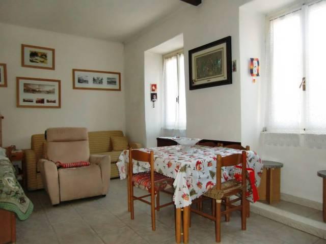 Soluzione Indipendente in vendita a Asso, 4 locali, prezzo € 95.000 | CambioCasa.it