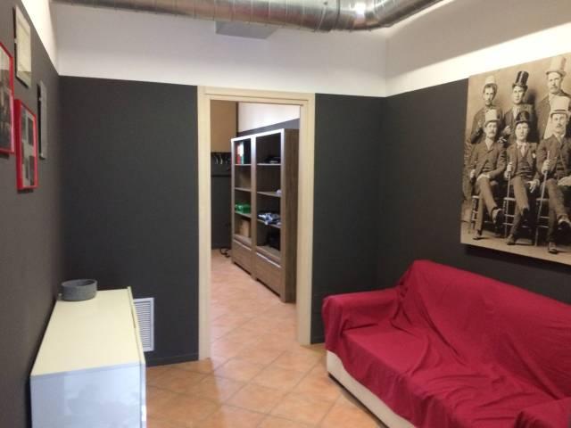 Negozio / Locale in affitto a Pino Torinese, 4 locali, prezzo € 450 | CambioCasa.it