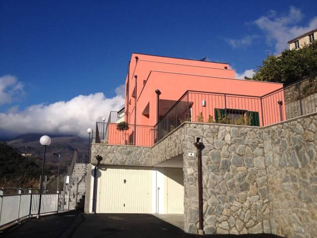 Villa a Schiera in Vendita a Pietra Ligure