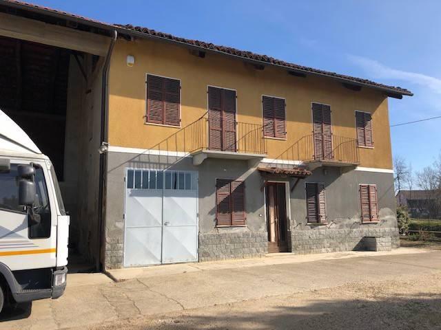 Rustico / Casale in vendita a Chieri, 6 locali, prezzo € 180.000 | CambioCasa.it