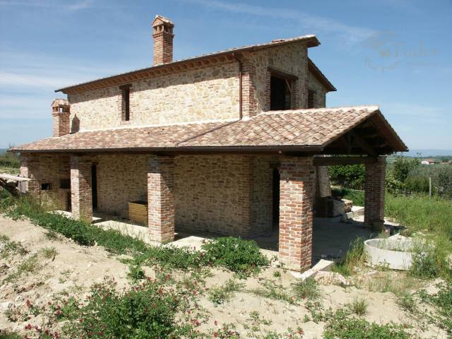 Rustico / Casale in Vendita a Montecchio
