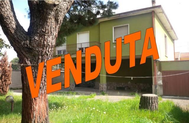 Villa in vendita a Gorla Minore, 4 locali, prezzo € 200.000 | CambioCasa.it