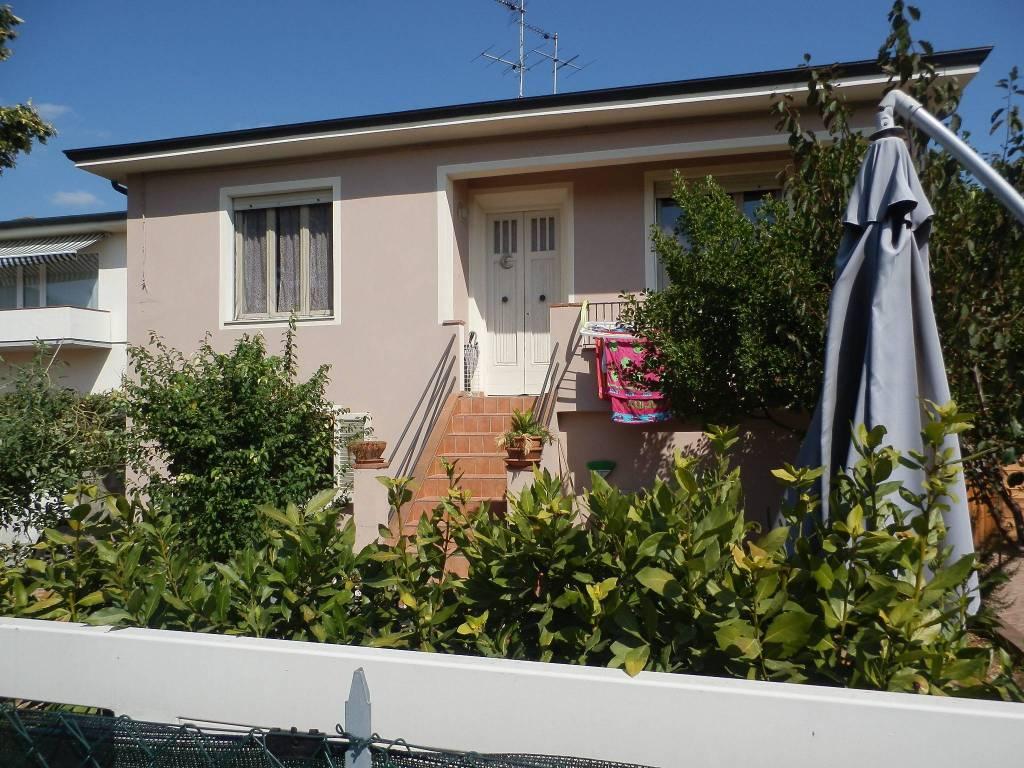 Villa in Vendita a Bientina Centro: 5 locali, 260 mq