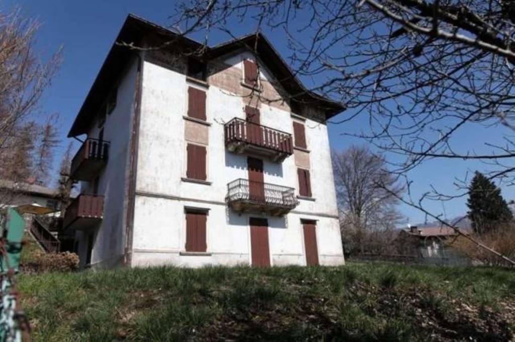 Villa in vendita a Selvino, 1 locali, Trattative riservate | CambioCasa.it