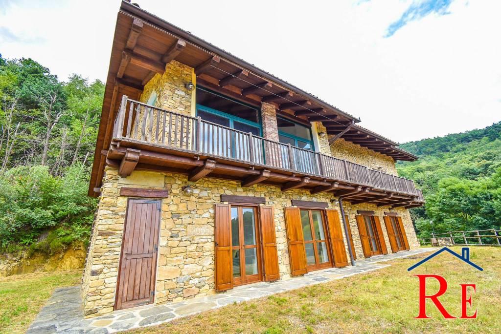 Rustico / Casale in vendita a Pinerolo, 10 locali, prezzo € 299.000 | CambioCasa.it