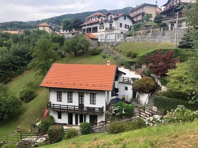 Villa in vendita a Quarna Sotto, 6 locali, prezzo € 190.000 | CambioCasa.it