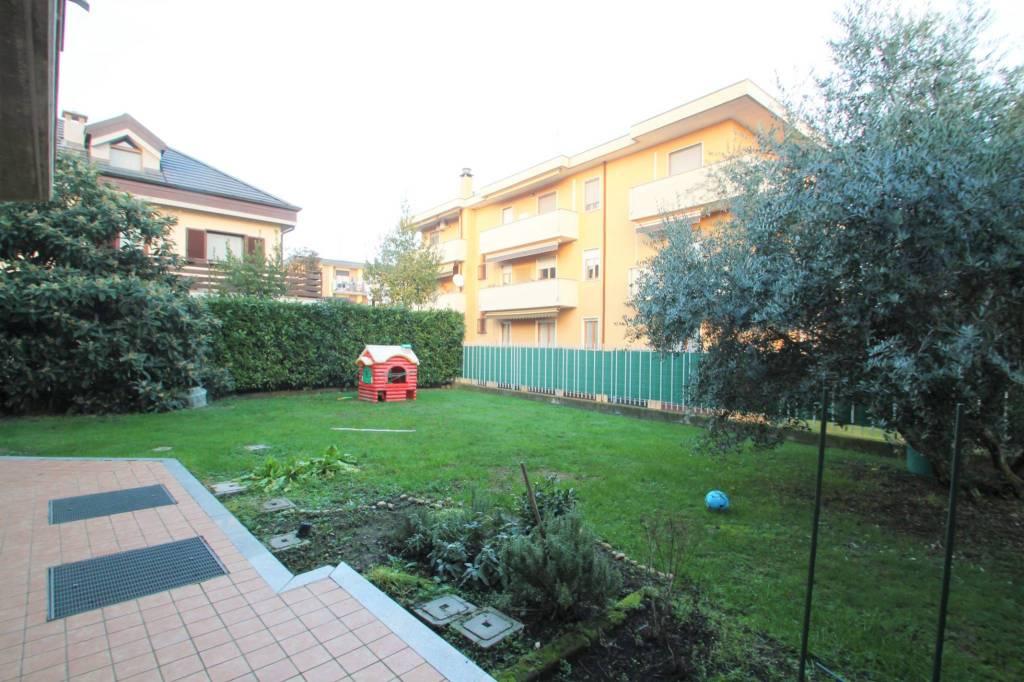 Appartamento in vendita a Cambiago, 3 locali, prezzo € 220.000 | CambioCasa.it