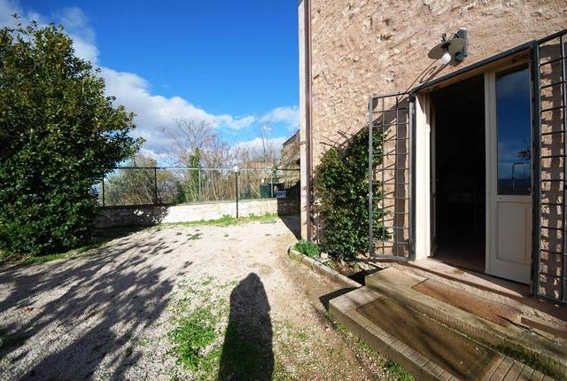Rustico / Casale in vendita a Trevi, 6 locali, prezzo € 260.000   CambioCasa.it