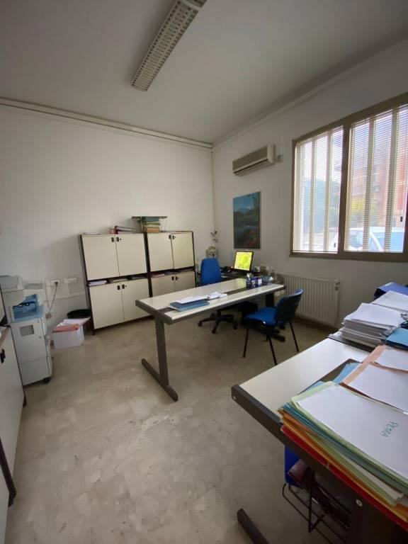 Ufficio-studio in Vendita a Ragusa: 5 locali, 440 mq