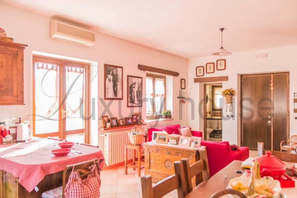 Villa in vendita a Riano, 5 locali, prezzo € 229.000 | CambioCasa.it