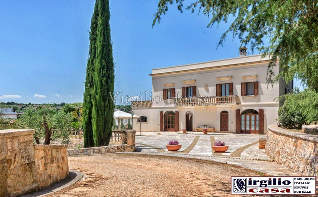 Villa in vendita a Ostuni, 9 locali, Trattative riservate | CambioCasa.it