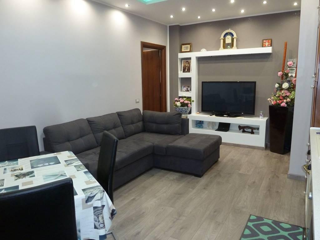Appartamento in vendita a Senago, 2 locali, prezzo € 99.000   CambioCasa.it