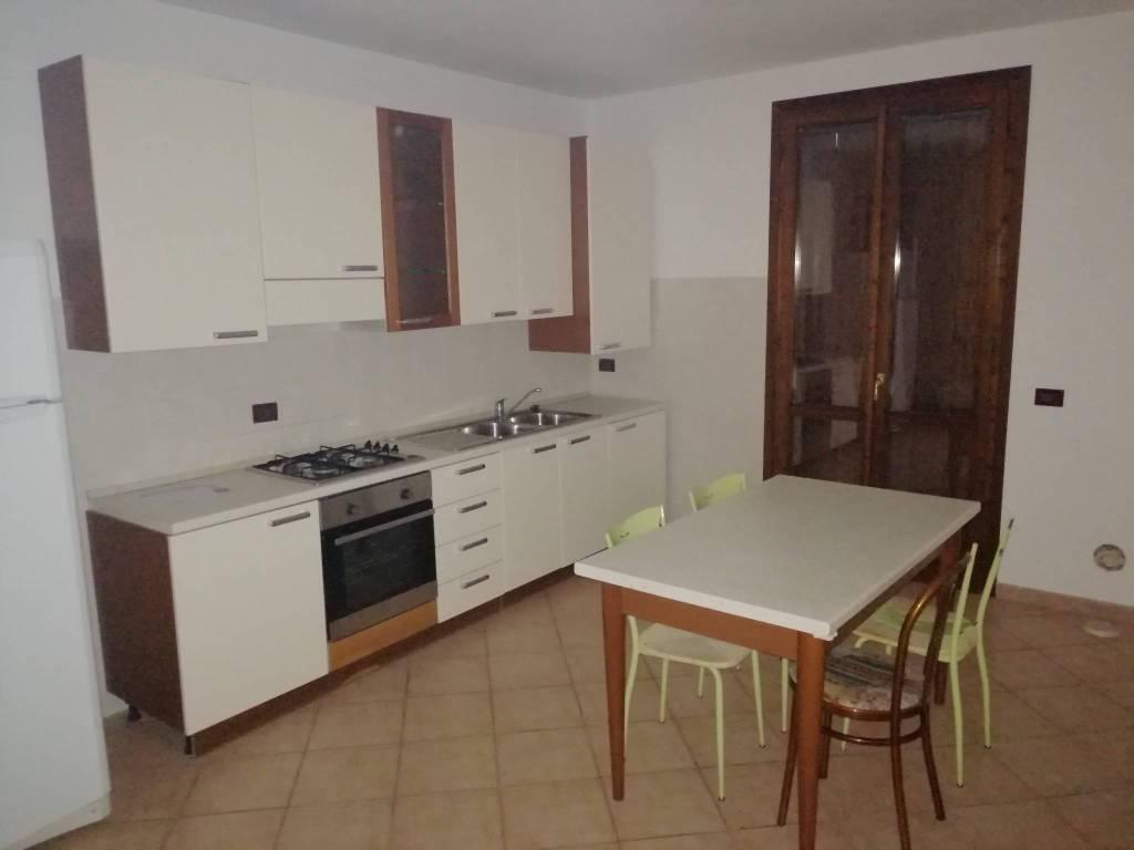Appartamento in vendita a Dosolo, 3 locali, prezzo € 89.000   CambioCasa.it
